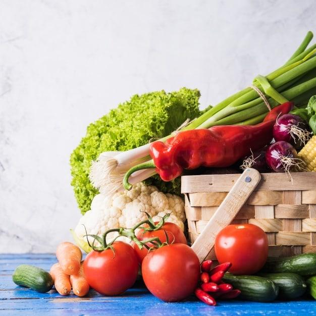 cesta-com-legumes-crus-saudaveis_23-2147694073