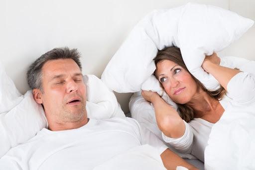 Dormir avec un ronfleur est mauvais pour la santé